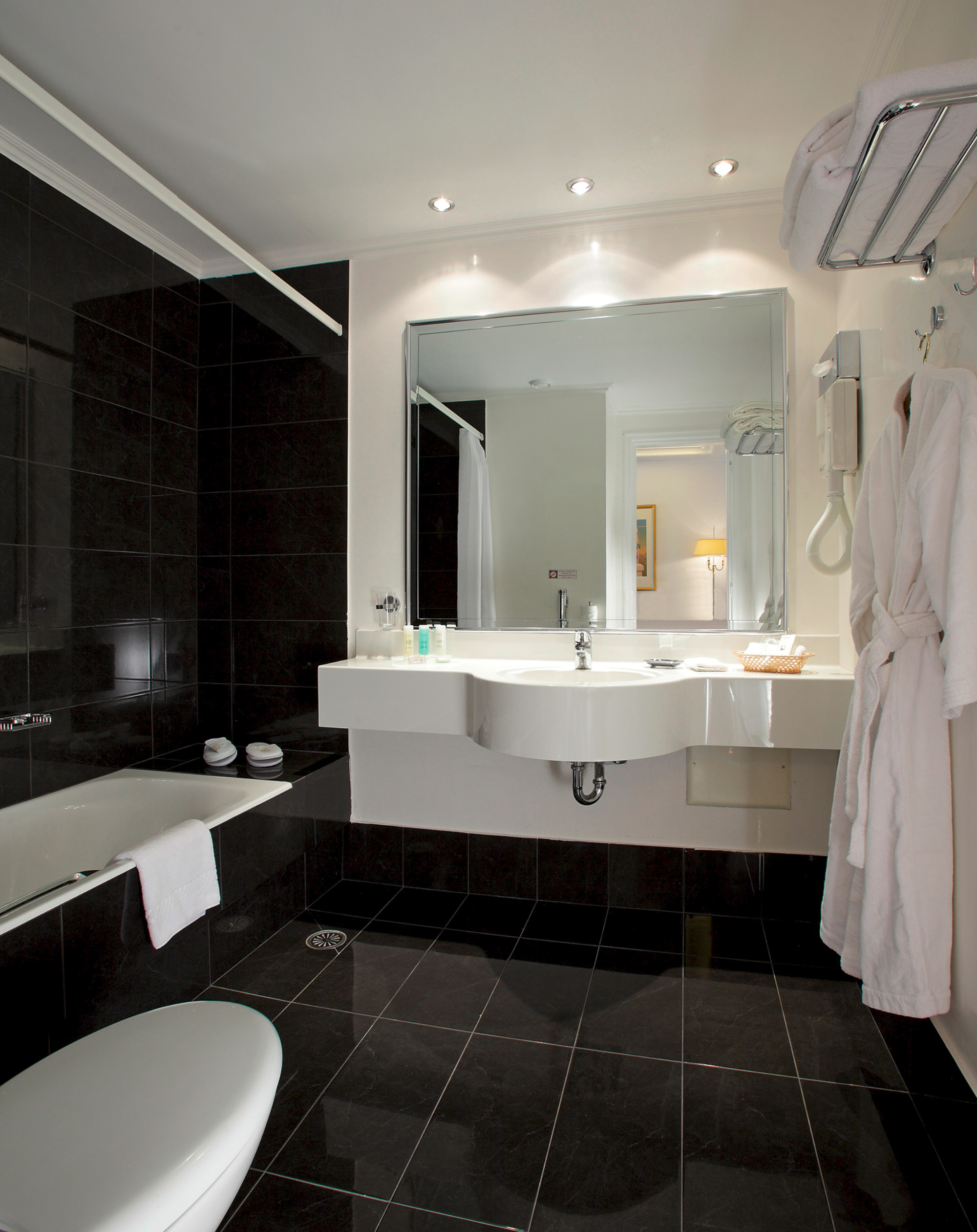 Theoxenia Palace Guest Bathroom